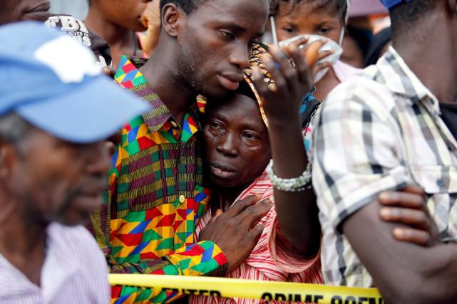 Ravagés par le chagrin et la colère après... (PHOTO REUTERS)