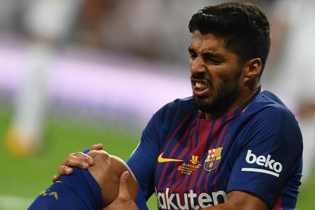 Luis Suarez souffre d'une blessure au genou droit.... (Photo Gabriel Bouys, AFP)