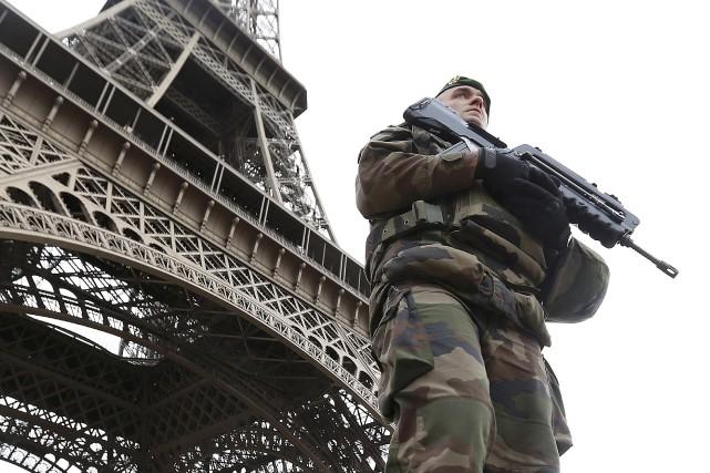 Les États-Unis ont placé jeudi le principal artificier présumé des attentats... (PHOTO Yves Herman, ARCHIVES REUTERS)