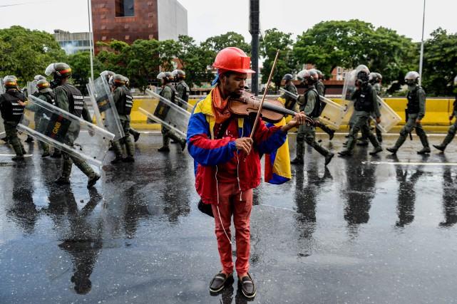 Wuilly Arteaga veut envoyer avec son violon «un... (PHOTO AFP)