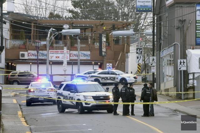 Deux policiers de la Sécurité publique de Saguenay... (Photo archives Le Quotidien, Michel Tremblay)