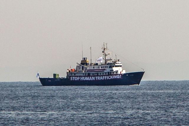 Le navire C-Star, loué par un collectif anti-migrants,... (PHOTO AFP)