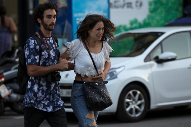 Les gens fuient les lieux de l'attentat, l'avenue... (Photo REUTERS)
