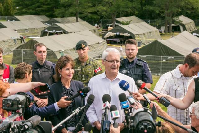 Dépêché à Lacolle, le ministre Marc Garneau a... (PHOTO MARTIN TREMBLAY, LA PRESSE)