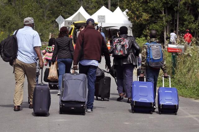 «Selon la Gendarmerie du Canada, quelque 7000 migrants... (Archives AP)