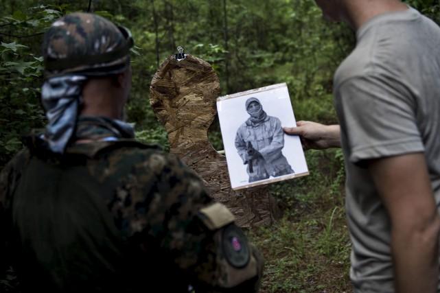 Des miliciens de la Georgia Security Force s'entraînent... (AFP, Brendan Smialowski)
