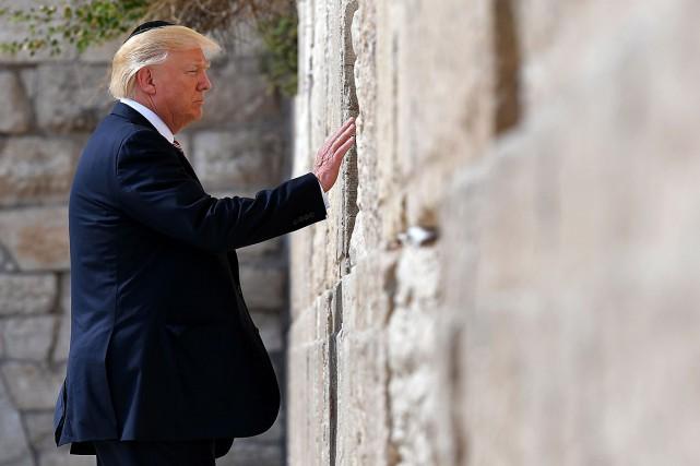 Donald Trump s'est recueilli devant le mur des... (PHOTO MANDEL NGAN, ARCHIVES AGENCE FRANCE-PRESSE)