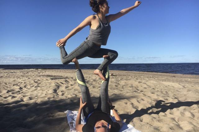 L'activité de yoga sur la plage a tellement... (Courtoisie)