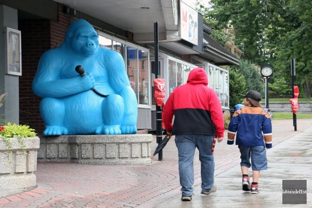Il semble bien que nous assistions à «une invasion de sculptures d'animaux... (Christophe Boisseau-Dion, La Voix de l'Est)