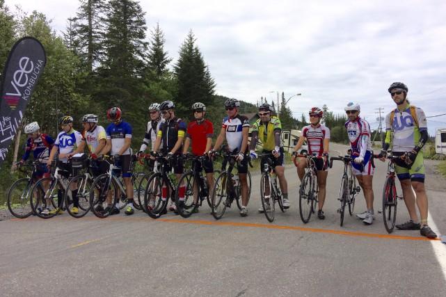 Les cyclistes de l'Ultra défi ont quitté Saint-David-de-Falardeau... (Le Progrès, Jonathan Hudon)