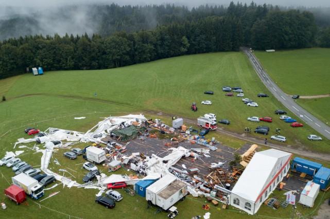 La violente «tempête a déchiré la majeure partie... (PHOTO ANIEL SCHARINGER, AFP)