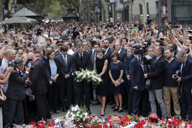 Le roi d'Espagne, Felipe VI, et la reine... (AP)