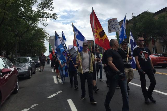 Une cinquantaine de manifestants s'étaient donné rendez-vous au... (Collaboration spéciale Jean-Frédéric Moreau)