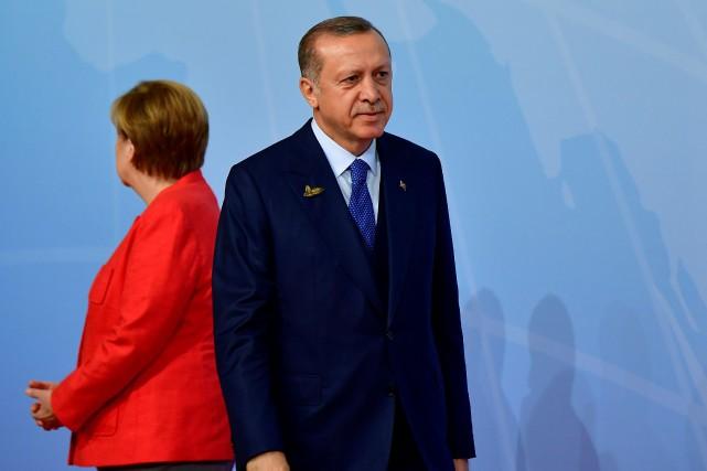La chancelière allemande Angela Merkel et le président... (PHOTO ARCHIVES AFP)