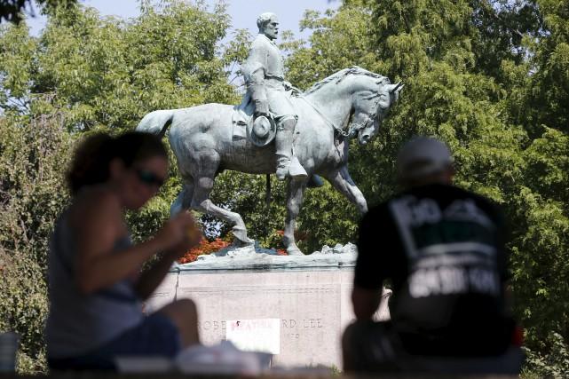Dans la foulée des violences à Charlottesville, en... (AP, Steve Helber)