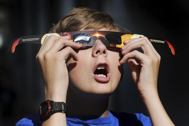 À Québec, l'éclipse de lundi débutera à 13h26... (AP, Scott G. Winterton)