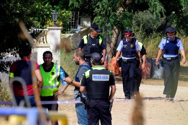 La police a retrouvé «plus de 100»bonbonnes de... (PHOTO JOSE JORDAN, AGENCE FRANCE-PRESSE)