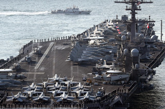 Le porte-avions américain USS Carl Vinson arrive au... (PHOTO ARCHIVES REUTERS/YONHAP)