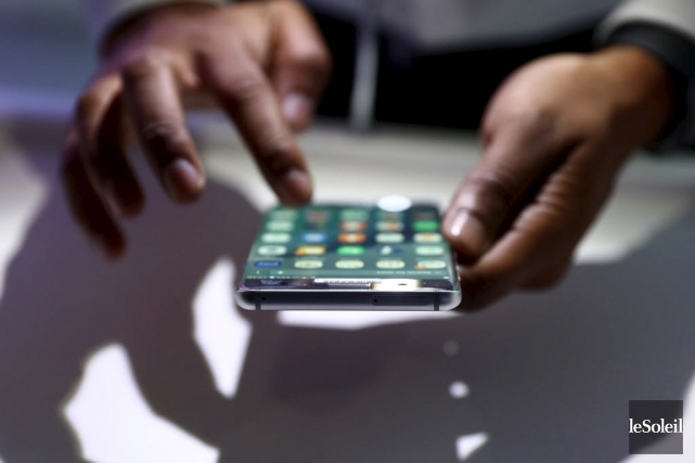 Apple et Samsung, les géants des téléphones intelligents,... (Photothèque Le Soleil)