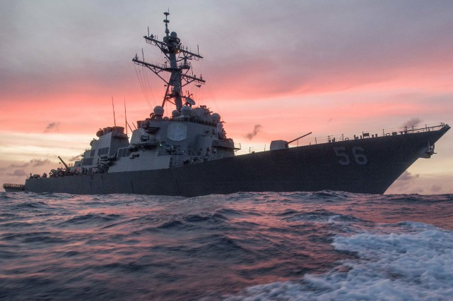 Le destroyer américain USS John S. McCain est... (AP, James Vazquez/U.S. Navy)