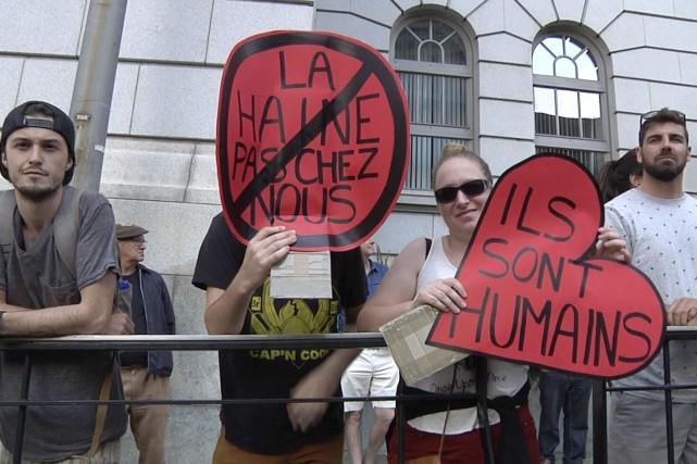 Entre 300 et 500 manifestants ont voulu faire... (Image tirée d'une vidéo du Soleil, Nicolas Perron-Drolet)