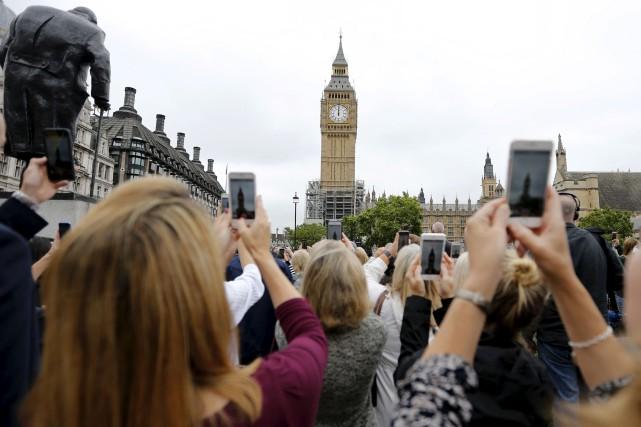 Plus d'un millier de personnes se sont rassemblées... (AP, Frank Augstein)