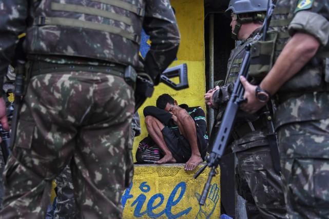 L'armée et la police brésiliennes ont lancé lundi une nouvelle opération contre... (Photo Apu Gomes, Agence France-Presse)