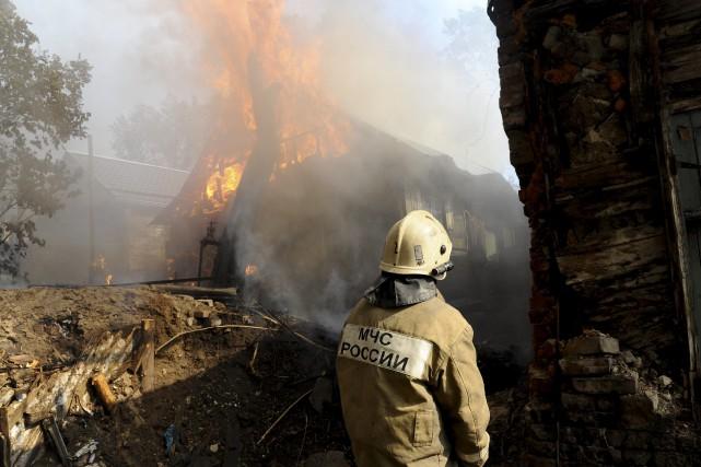 Les causes de l'incendie n'étaient pas connues dans... (Photo Associated Press)