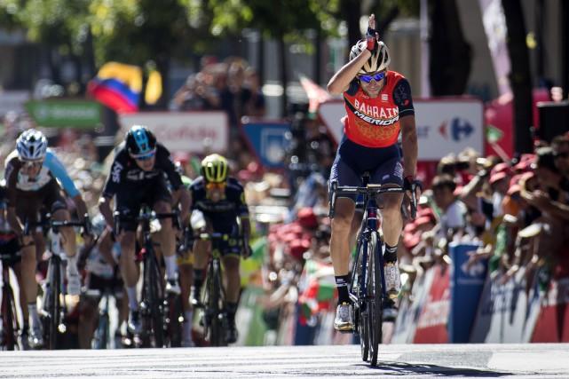 En franchissant la ligne d'arrivée, Vincenzo Nibali a... (Photo Jaime Reina, AFP)