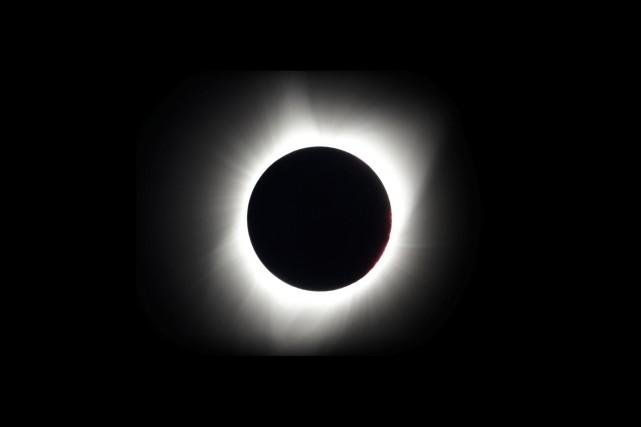 L'éclipse totale visible de Redmond, en Oregon... (AP, Ted S. Warren)