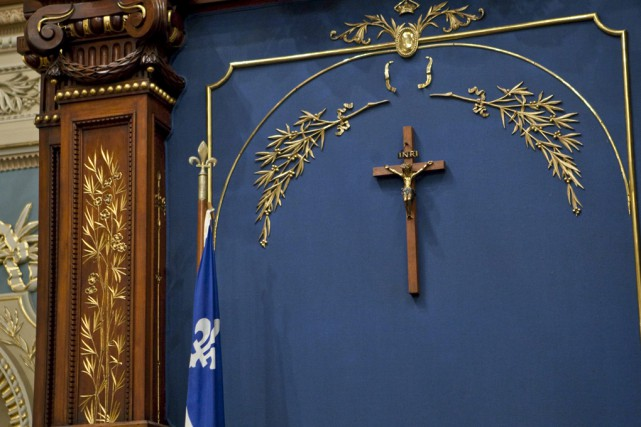 Le crucifix qui orne le Salon bleu de... (Photo archives PC)