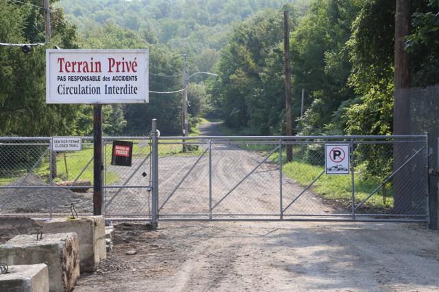 Samedi, la barrière empêchant l'accès à la montagne... (Janick Marois)