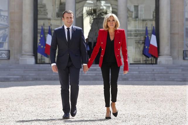 La conjointe du président français Emmanuel Macron, Brigitte... (AP, Thibault Camus)