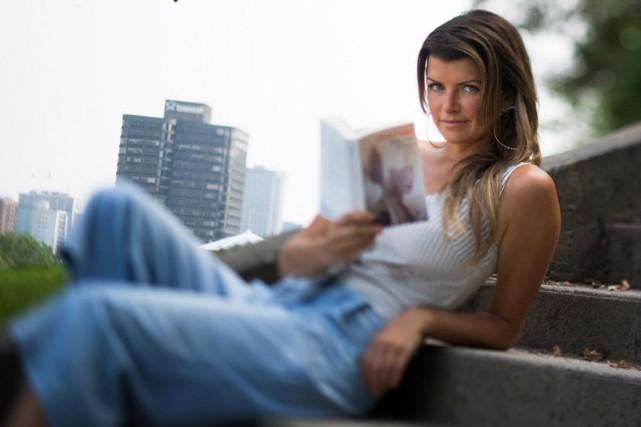 Kim Lévesque Lizotte offreBeauvoir In Love, d'Irène Frain,... (Photo Olivier PontBriand, La Presse)