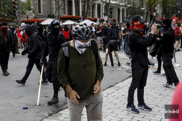 Les cagoulards qui manifestaient à Québec dimanche se... (Le Soleil, Caroline Gregoire)