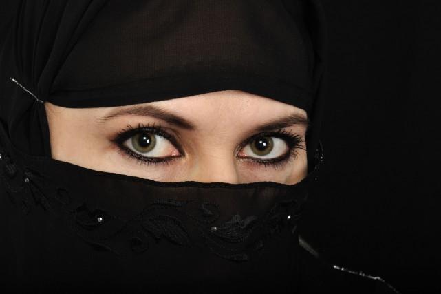 « Régis Labeaume voudrait interdire les masques, cagoules... (123rf)