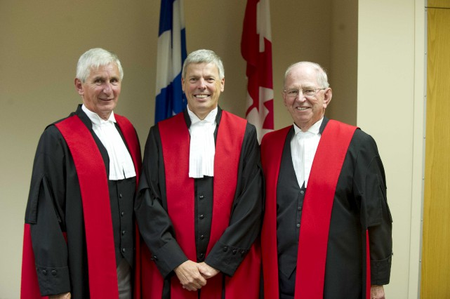 Sur la photo on reconnaît: l'honorable Raymond W.... (Sylvan Mayer)