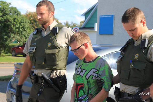Jérémie Viktor Lagacé, escorté par des policiers.... (Photo archives Le Soleil)