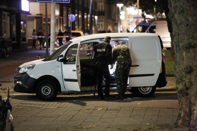 Les services de déminage ont inspecté mercredi soir... (PHOTO AFP)