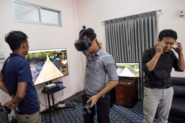 En Birmanie, les jeunes entreprises de réalité virtuelle... (AFP)