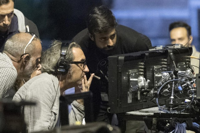 Le cinéaste italien Paolo Sorrentino (portant les écouteurs)... (PHOTO AP)