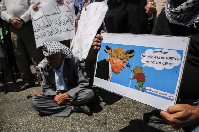 Les dirigeants palestiniens, qui voient chaque jour s'éloigner... (PHOTO AFP)