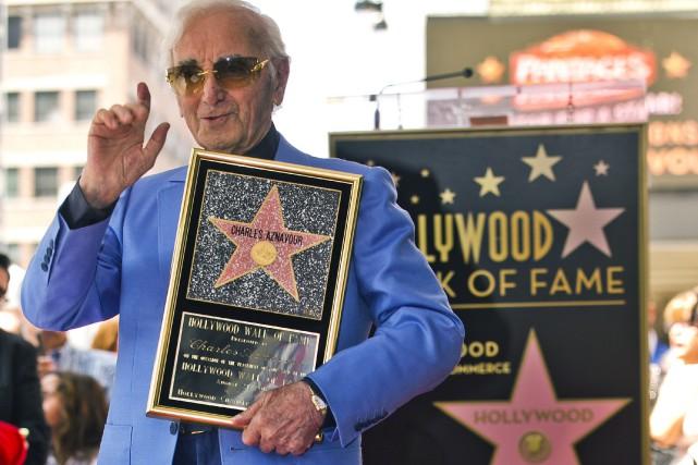 Charles Aznavour, âgé de 93 ans, est venu... (Photo Damian Dovarganes, AP)