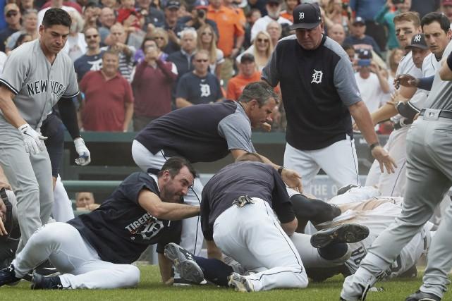 Des coups ont été portés jeudi entre les... (Photo Rick Osentoski, USA TODAY Sports)