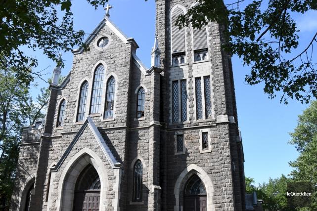 L'église Saint-Édouard se retrouve en plein coeur de... (Archives Le Quotidien, Michel Tremblay)