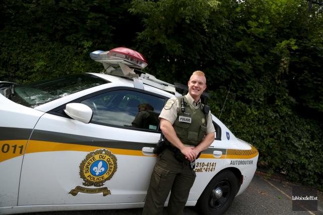 Le policier Alex Lamontagne, du poste autoroutier de... (Alain Dion, La Voix de l'Est)