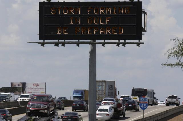 Les autorités texanes demandent aux résidants de quitter... (Photo David J. Phillip, AP)