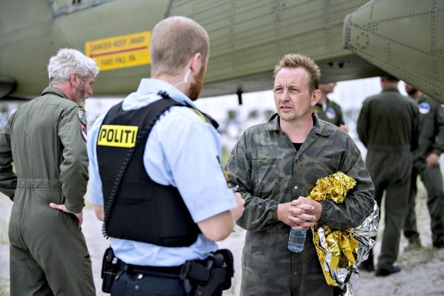 Peter Madsen (droite) nie tout acte répréhensible, soutenant... (AFP)