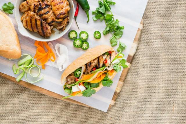 Un Bánh Mì au poulet grillé à la... (Photo Edouard Plante-Fréchette, La Presse)