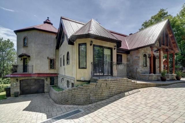 Le propriétaire a voulu une architecture qui s'inspire... (Photo fournie par Sotheby's International Realty Québec)